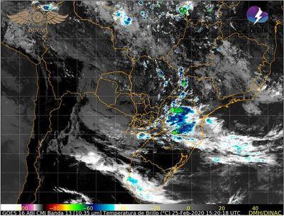 Lluvias y tormentas en seis departamentos del Sur y Este