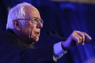 Demócratas vuelven a debatir con Biden al acecho de Sanders en EE.UU.