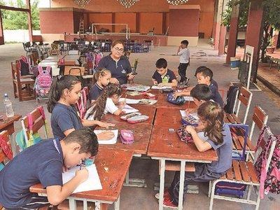 Dejan sin energía a un centro educativo y dan clases afuera