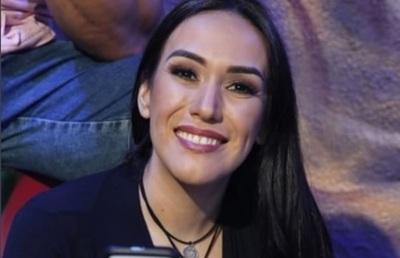 Silvia Flores expuso a un internauta e hizo referencia a la 'doble moral'