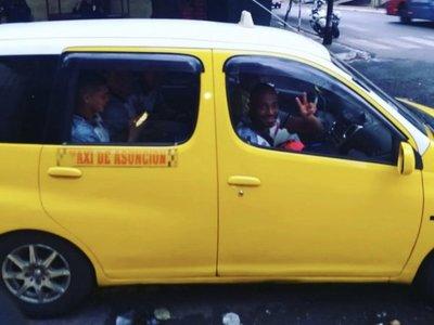 "Jugadores del ""kelito"" llegaron a la cancha en taxi"