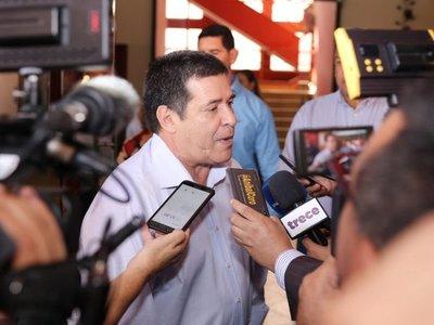 """Horacio Cartes asegura que feria de empleos no es """"a cambio de votos"""""""