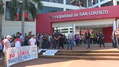 Manifestación de conductores de MUV y UBER por polémica ordenanza en San Lorenzo