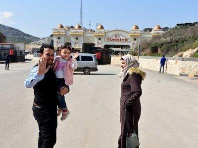 Turquía acogió a padre y niña siria que reía de la explosión de bombas