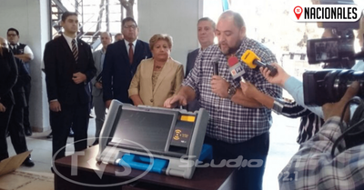 Justicia Electoral presentó máquinas de votación que serán utilizadas en las municipales