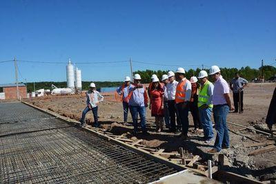 Ministra y senadores verifican construcción de penitenciarias de Emboscada
