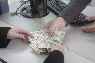 El dólar retrocede a nivel mundial