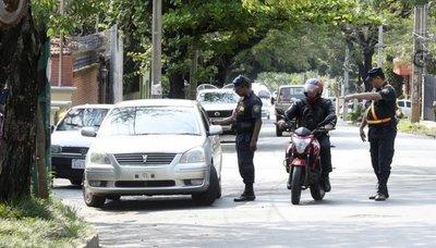 Diputado sostiene que barreras policiales son para perjudicar a los humildes y no para prevenir crímenes