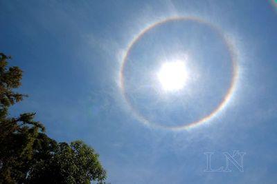 Halo solar deslumbra en casi todo el país