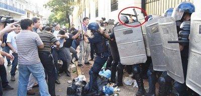 Ratifican condena para policía que disparó en el rostro a diputado