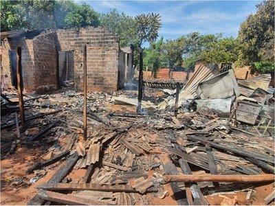 Vivienda fue consumida por el fuego en Alto Paraná