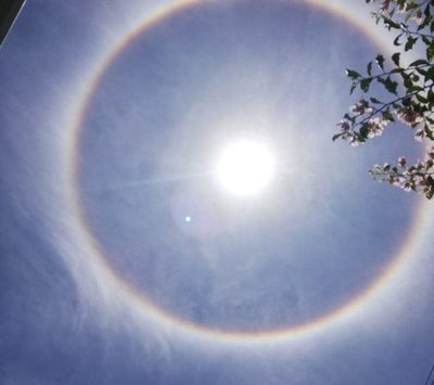 El halo solar irrumpió el cielo guaraní