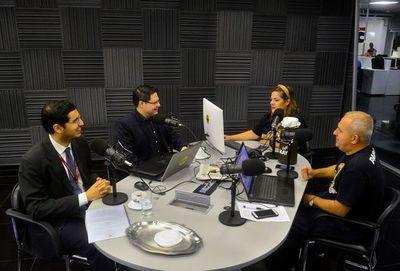 Consultas sobre Impuesto a la Renta Personal, con el viceministro Óscar Orué y el asesor jurídico Fabio López