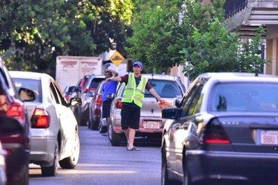 Ratifican medida cautelar que prohíbe el cierre de calles por cuidacoches