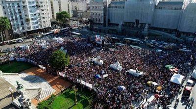 Multitudinaria movilización frente a la Plaza del Congreso para pedir justicia por Fernando Báez Sosa y protestar contra la violencia