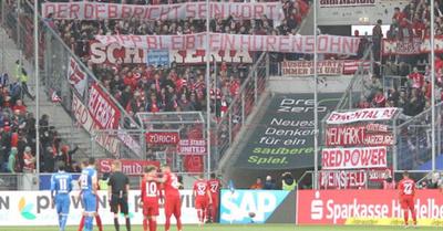 Hinchas del Bayern obligan a árbitro a parar un partido