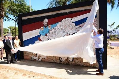 Se inauguró ayer el polémico mural en el km 3,5 de CDE
