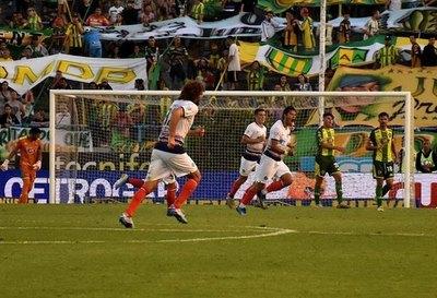 San Lorenzo volvió a ganar con un 'soberbio' gol de Óscar Romero