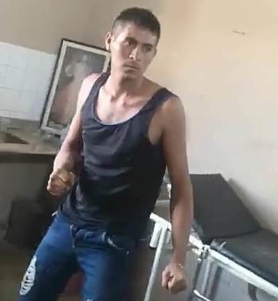 Hombre borracho causa zozobra en hospital de Horqueta (video)