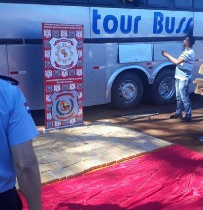 Bus de turismo intentó pasar al Brasil con más de 1.600 panes de marihuana