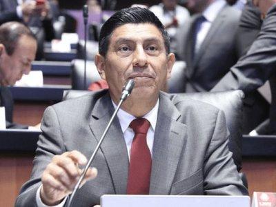 Senador propone prohibir canciones de reguetón con letras machistas