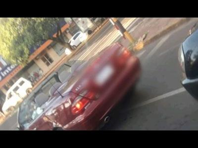 AUTOMÓVILISTA SUP. OFRECIÓ JUGUETES Y FOTOGRAFIÓ A DOS NIÑAS EN ENCARNACIÓN