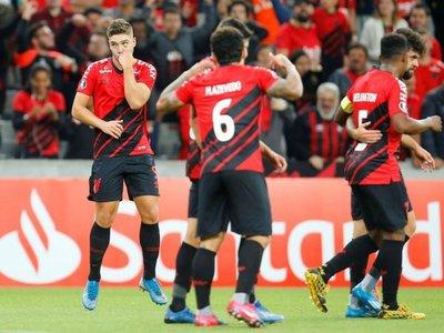 Un golazo de Bissoli permite al Paranaense debutar con victoria