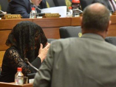 Diputados realizan un minuto de silencio por crimen de niñas