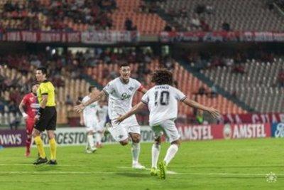 Libertad triunfa en Colombia en su debut en Copa