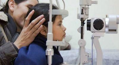 Problemas de visión pueden ser la causa de un fracaso escolar: recomiendan control antes del inicio de clases