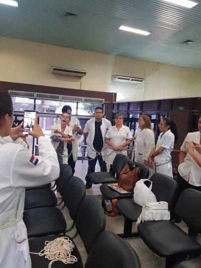 Médicos continuan con medidas de fuerza en Hacienda exigiendo reglamentacion de Ley de jubilacio