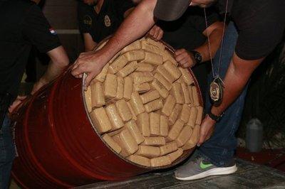 Incautan más de 400 kilos de marihuana que transportaba un militar