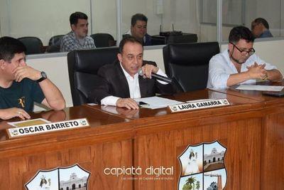 Javier Trinidad admite haber recibido el título como presidente de la Junta Municipal