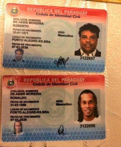 """Escándalo: Detienen a """"Ronaldinho"""" por ingresar al país con pasapor falso"""