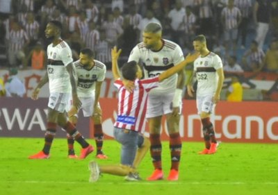 Flamengo ganó y 'Gabigol' tuvo un gran gesto con un hincha de Junior