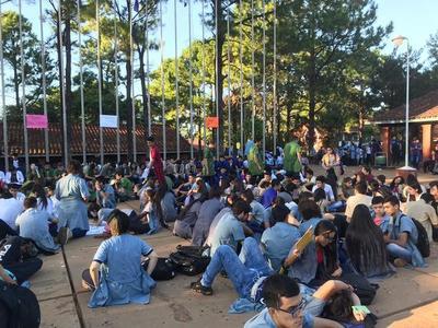 Estudiantes piden la destitución de Eduardo Petta