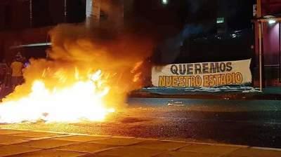 """""""Arde"""" la República •"""