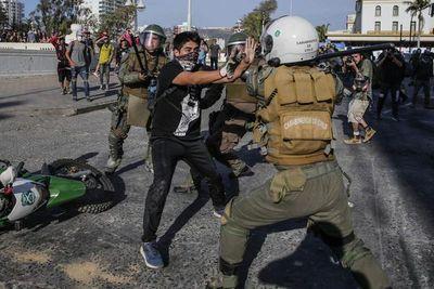 Reportan más detenidos en nuevas movilizaciones juveniles en Chile