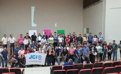Familias del programa Abrazo participan de Taller de Educ. Financiera