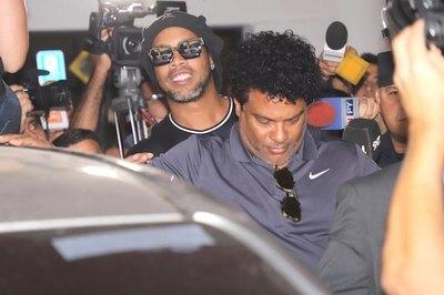 En medio de un guyryry detienen a Ronaldinho