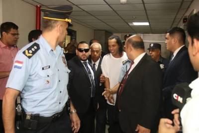 """Caso Ronaldinho: """"Hay que ver si hubo complicidad, algún tipo de negligencia"""""""
