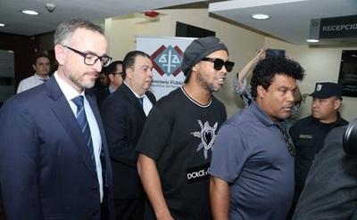 Ronaldinho preso en la agrupación especializada