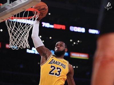 James llega a 34.000 puntos y pone a Lakers en playoffs