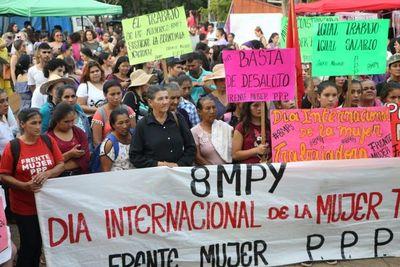 Mujeres exigen respeto a su trabajo durante masiva marcha