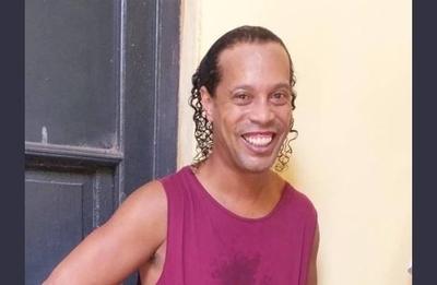 "HOY / Defensa de Ronaldinho califica su detención como ""arbitraria, abusiva e ilegal"""