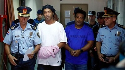 Ronaldinho recibió varias visitas en la Agrupación