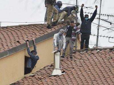 Mueren 6 presos en Italia tras restricciones por coronavirus
