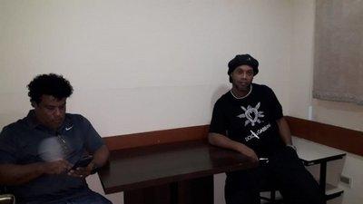 Caso Ronaldinho: supuestas vinculaciones dejan más renuncias en el gobierno