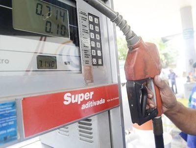 Pese a caída del petróleo, los precios de los combustibles no bajarán