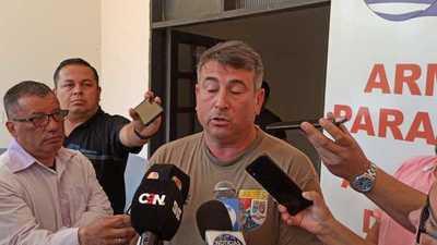 Periodistas deben pedir PERMISO al prepotente capitán de la Marina, Walter Díaz, para trabajar en CDE